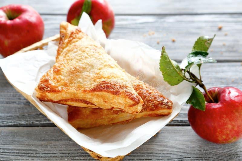 Кудрявое печенье с яблоками стоковая фотография rf