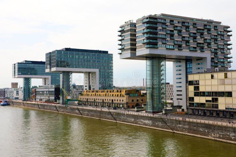 КЁЛЬН, ГЕРМАНИЯ - 31-ОЕ МАЯ 2018: Kranhaus современный деловый центр на банке Рейна, Кёльна, Германии, Европы стоковые фотографии rf