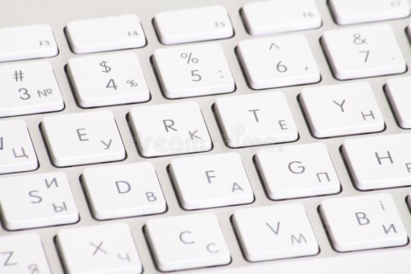 клавиатура изолированная компьютером стоковые изображения