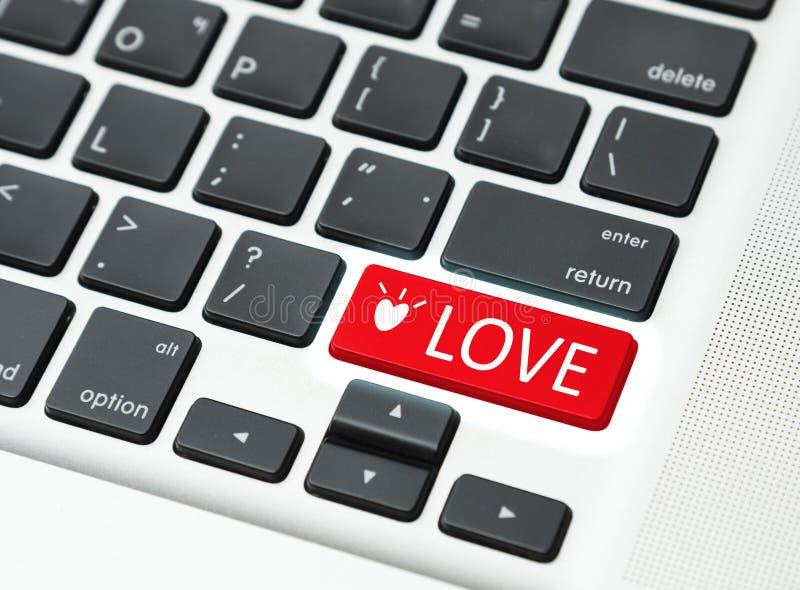 Клавиатура кнопки влюбленности (концепция влюбленности онлайн) стоковые фотографии rf
