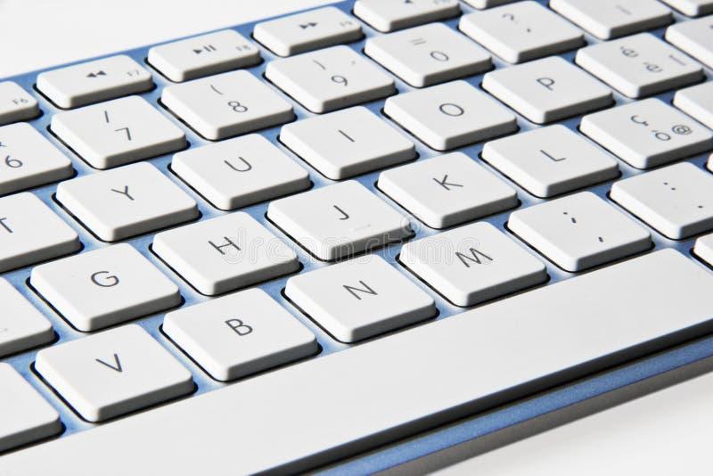 Клавиатура компьютера изолированная на белой предпосылке стоковые изображения