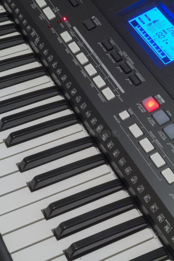 Клавиатура синтезатора и свое управление бесплатная иллюстрация