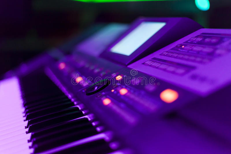 Клавиатуры в ночном клубе стоковые фото