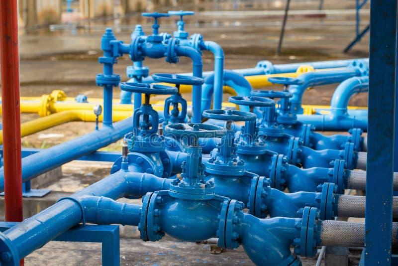 Клапаны на газовом заводе, фокусе предохранительного клапана давления селективном стоковые фото