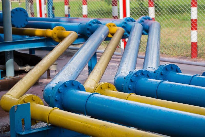 Клапаны на газовом заводе, фокусе предохранительного клапана давления селективном стоковые фотографии rf