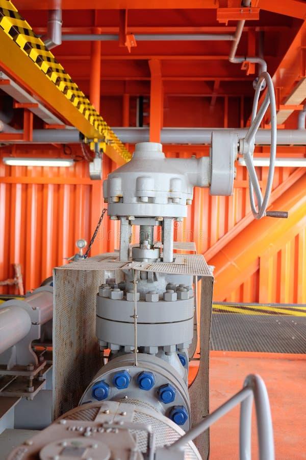 Клапаны ручные в производственном процессе стоковое изображение rf