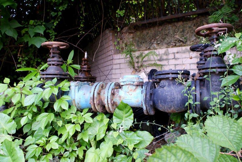 Клапан ржавчины стали трубопровода стоковая фотография