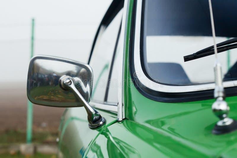 Классицистическое зеркало автомобиля стоковое фото rf