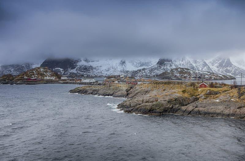 Классическая деревня и Seascape Hamnoy норвежца во время предыдущего Spr стоковая фотография rf