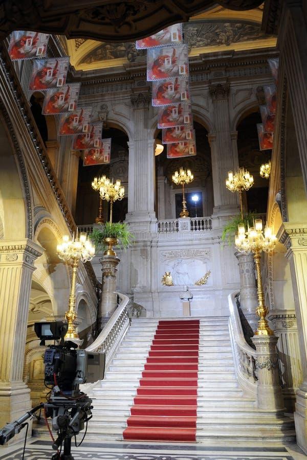 Классическая лестница мрамора здание муниципалитета стоковые фото
