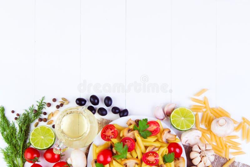 Классическая итальянская еда - макаронные изделия стоковое фото