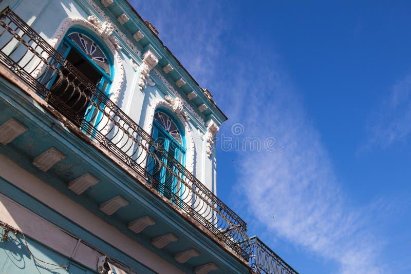 Классическая колониальная архитектура в Гаване, Кубе стоковое фото