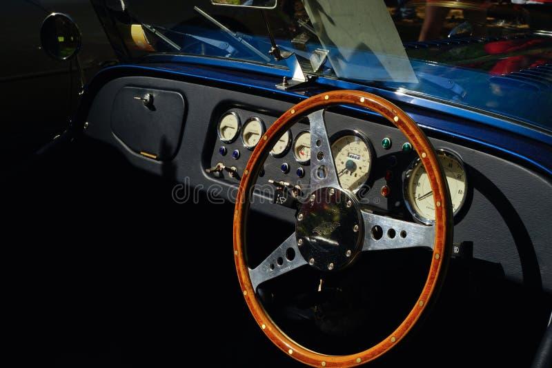 Классическая приборная панель автомобиля Моргана стоковое изображение