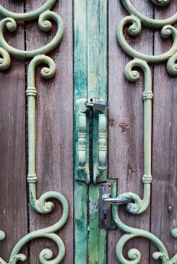 Классическая ретро ручка двери сплава стоковое фото