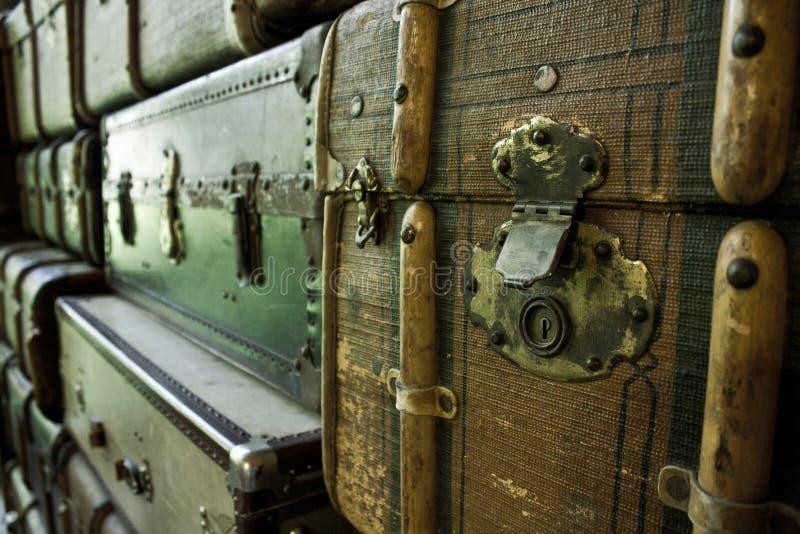 Классические винтажные чемоданы стоковые фотографии rf