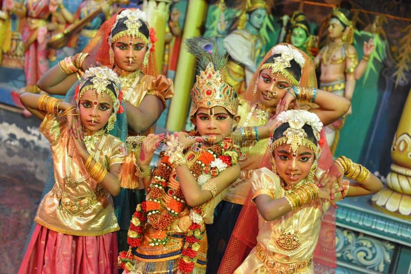 Классические индийские танцоры стоковая фотография
