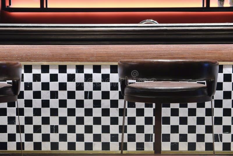 Классические ретро табуретки обедающего стоковые изображения