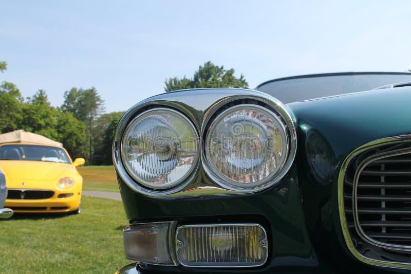 Классические headlamps автомобиля стоковые изображения