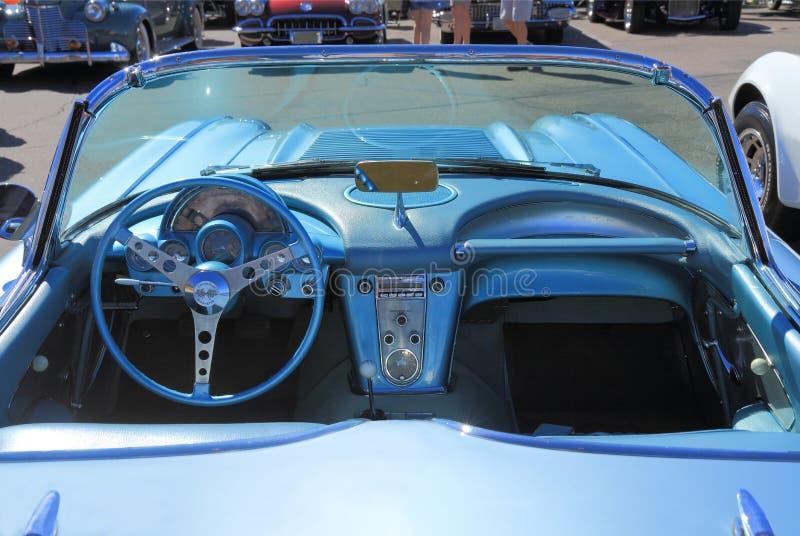 Классический автомобиль: 1958 Chevy Корвет/приборная панель стоковое фото