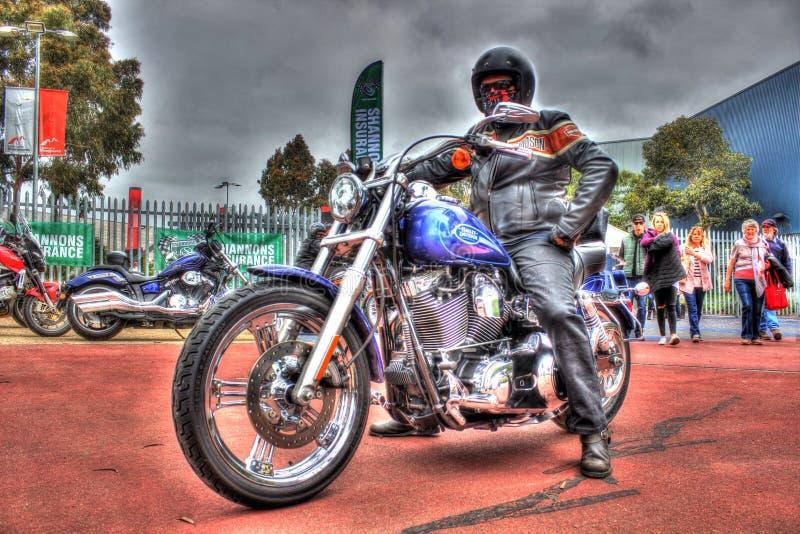 Download Классический американец Harley Davidson с всадником Редакционное Фотография - изображение насчитывающей аутопсии, таможня: 81813977