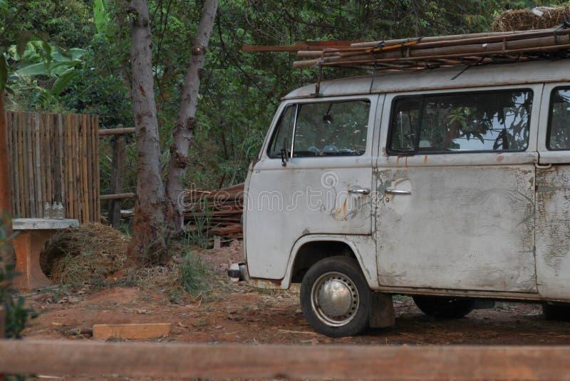 Классический белый фургон стоковая фотография
