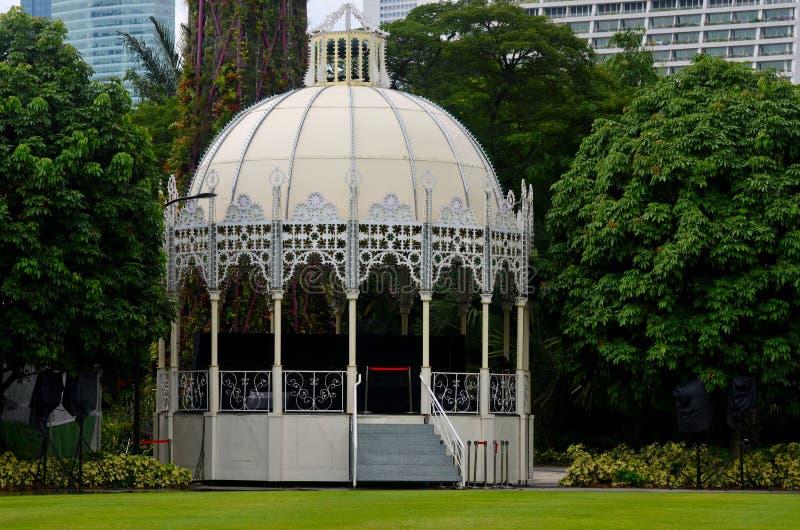 Классический викторианский эстрад для оркестра подиума дизайна на садах парком Сингапуром залива стоковая фотография rf
