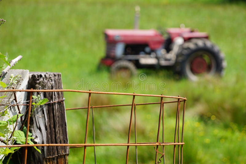 Классический красный трактор стоковое фото rf