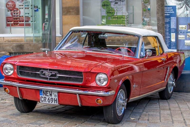 Классический sporty автомобиль с откидным верхом 60's стоковые изображения rf