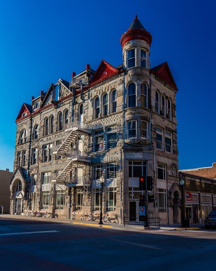 Классическое историческое здание доверия Миссури в Sedalia, Миссури показывает винтажную американскую архитектуру которая ранее б стоковая фотография rf