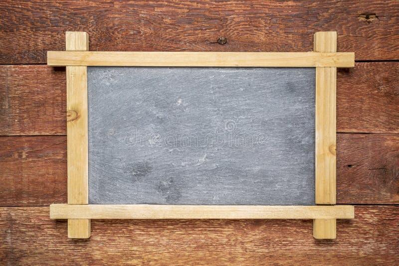 Классн классный чистого листа против древесины стоковые фотографии rf