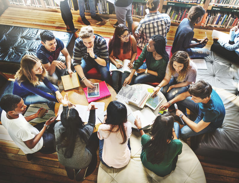 Класс одноклассника деля международную концепцию друга стоковое изображение rf