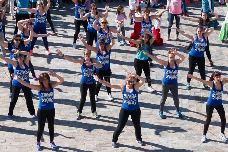 Класс фитнеса танца Zumba стоковое изображение rf