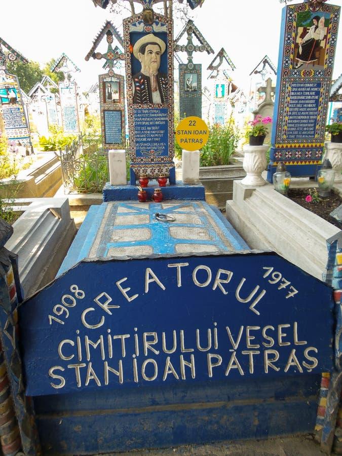 ` Кладбища ` создателя усыпальницы веселое в Sapanta, Maramures, Румынии стоковая фотография rf
