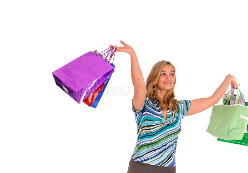 кладет белокурую женщину в мешки покупкы стоковые фотографии rf