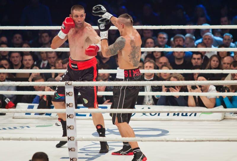 Кладя в коробку бой Oleksandr Usyk против Danie Venter стоковые фотографии rf