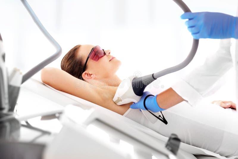 Клиника красоты, удаление волос лазера стоковое изображение rf