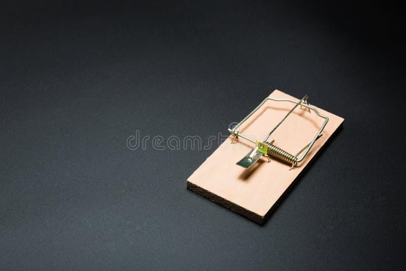клиппирование содержит фото путя mousetrap деревянное стоковые фотографии rf