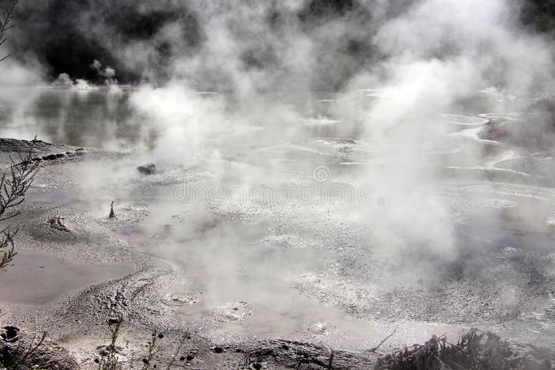 Клокоча бассеин грязи стоковое фото rf