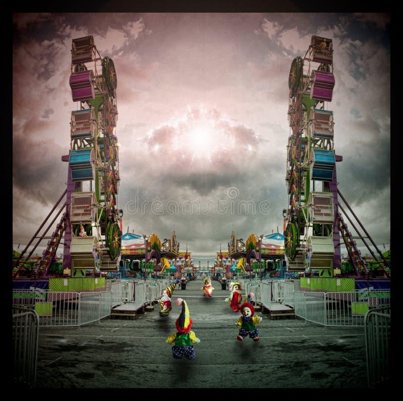 Клоуны бежать вокруг стоковое фото