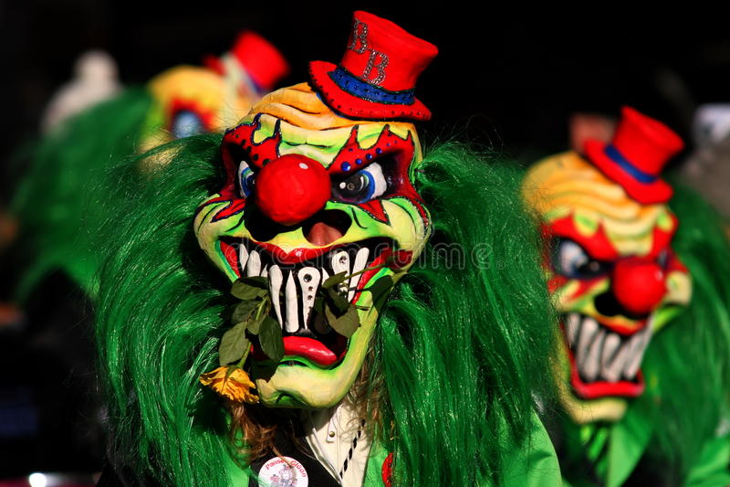 Download Клоуны масленицы стоковое изображение. изображение насчитывающей маска - 33727111