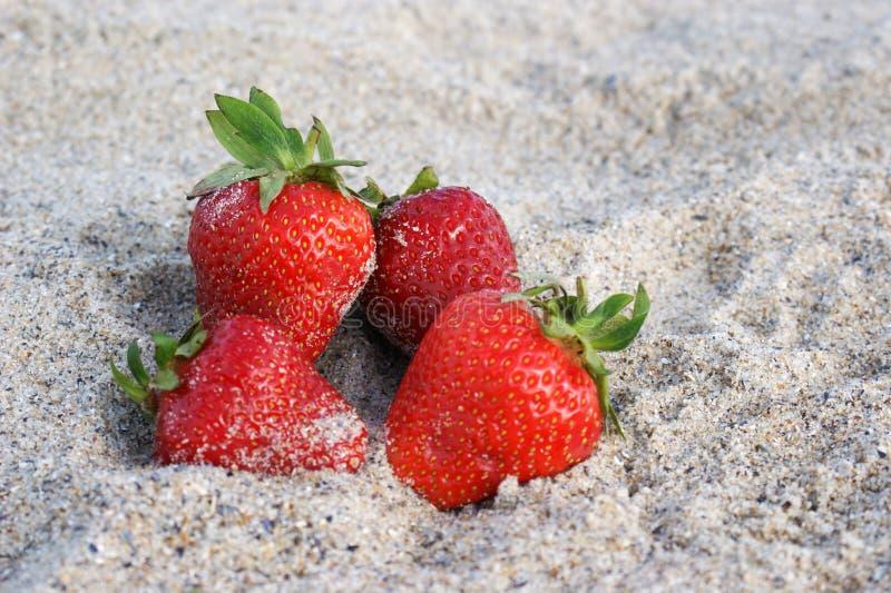 Клубники в песке стоковое фото rf