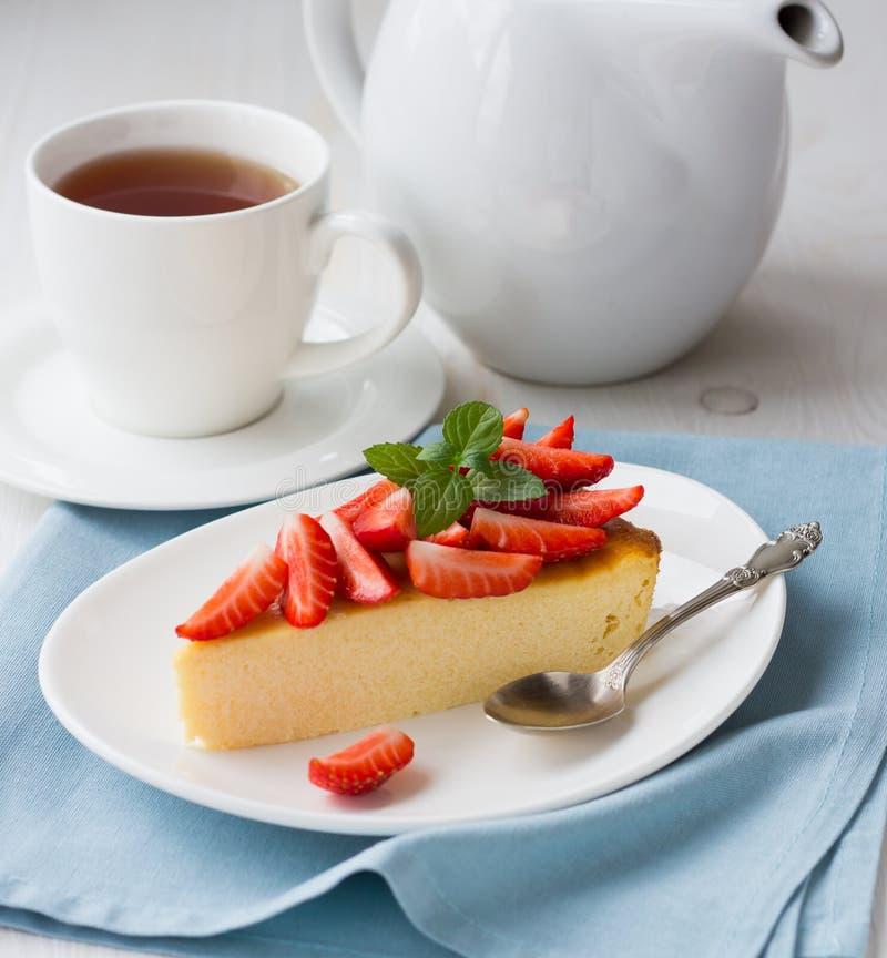 Download клубники cheesecake свежие стоковое фото. изображение насчитывающей сварено - 41651360