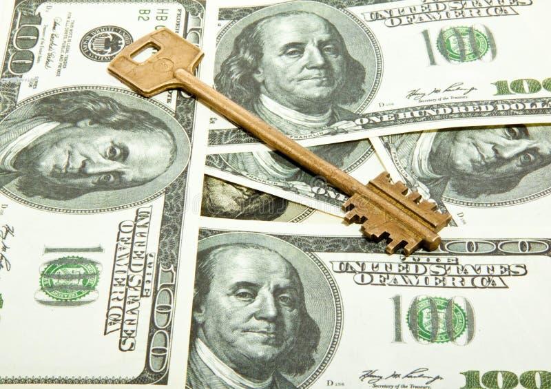 Ключ на долларах стоковая фотография rf