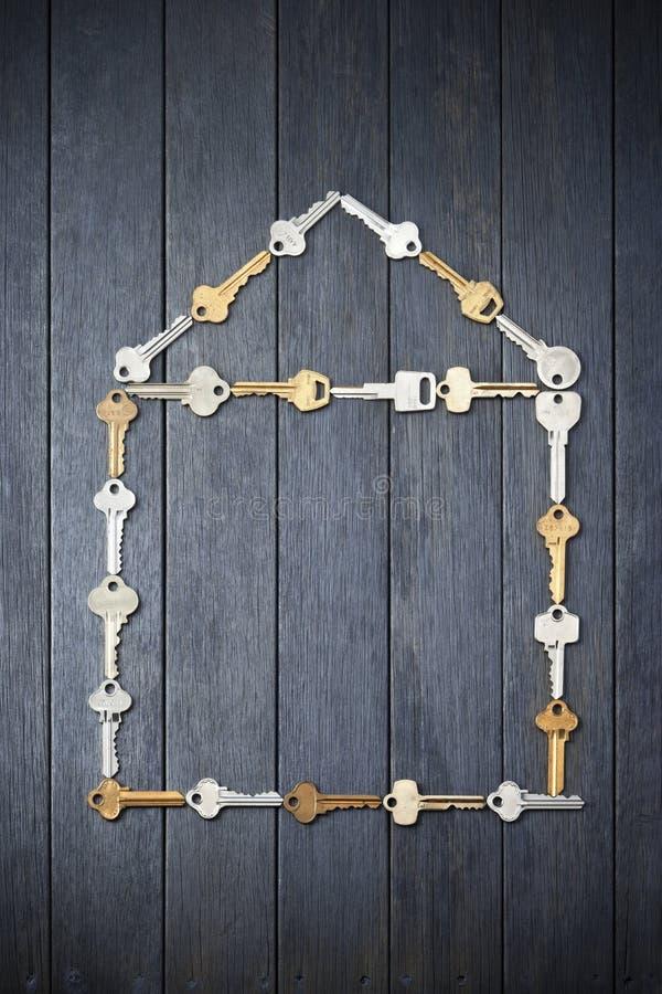Ключ дома домашний пользуется ключом предпосылка стоковое изображение