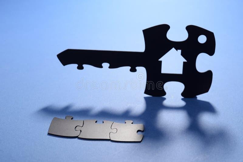 Ключ дома с кодом мозаики стоковая фотография rf