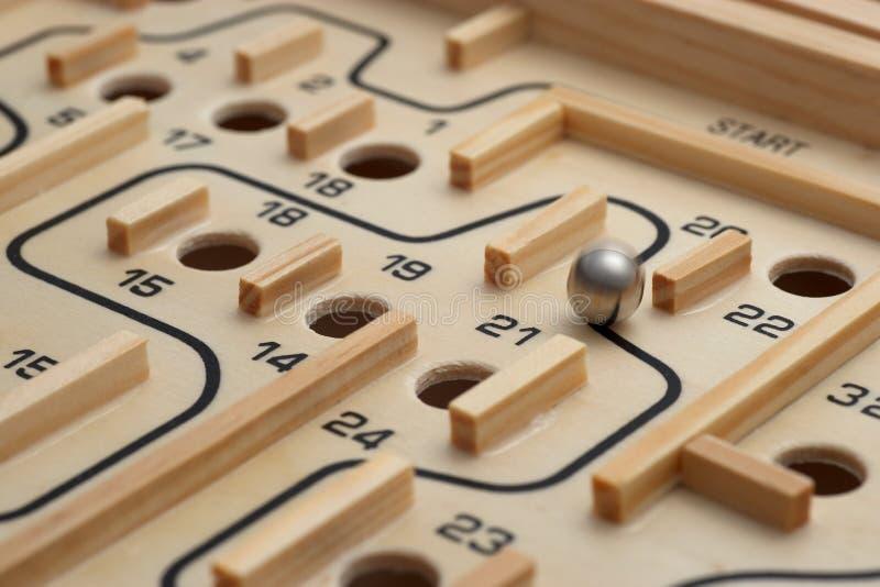 лабиринт игры деревянный стоковые изображения