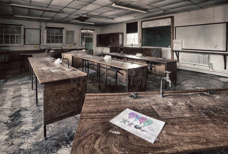 Лаборатория средней школы стоковое изображение