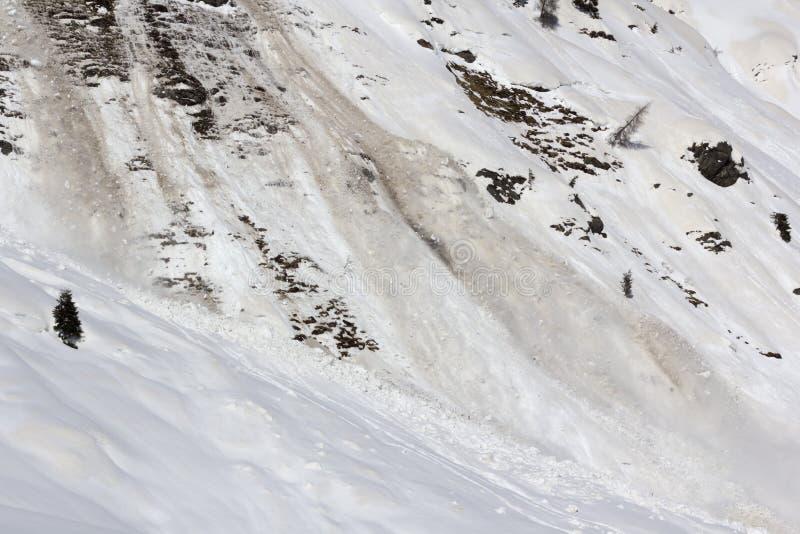 Download Лавина весны в движении стоковое фото. изображение насчитывающей утесы - 41660282