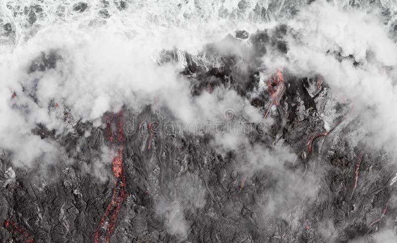 Лавовый поток в океан на действующем вулкане Kilauea, Гаваи стоковая фотография rf