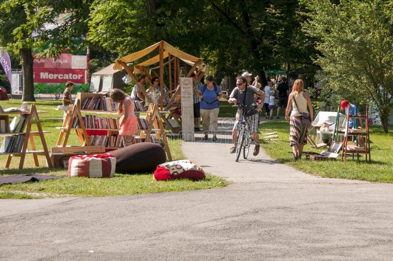 Лагерь искусства в парке Мариборе Mestni, Словении, части традиционного ежегодного одолженного фестиваля стоковое фото rf